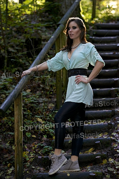 Modell girl posing in the forest